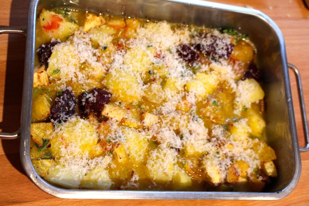 frittata bestrooien met parmezaanse kaas