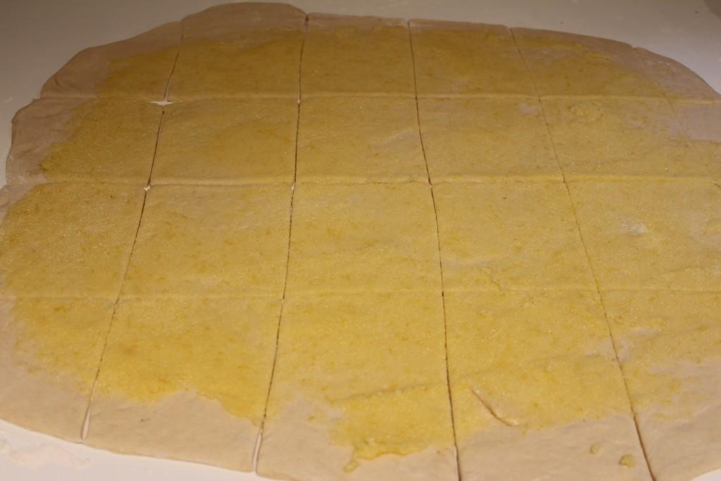 Deeg in vierkantjes snijden