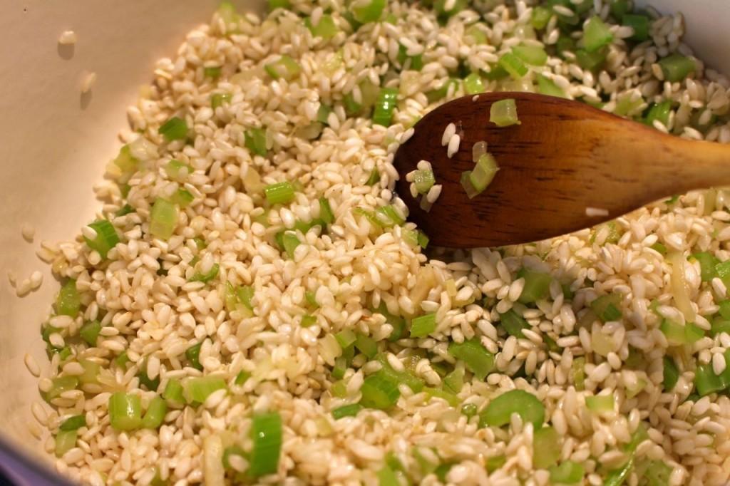 Rijst toevoegen en glazig bakken