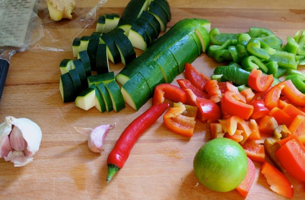 Groenten snijden voor de curry