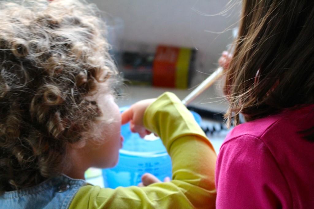 Tien tips om je kind gezond te laten eten: helpen