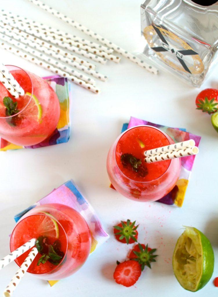 Zomerse gincocktail met aardbeien