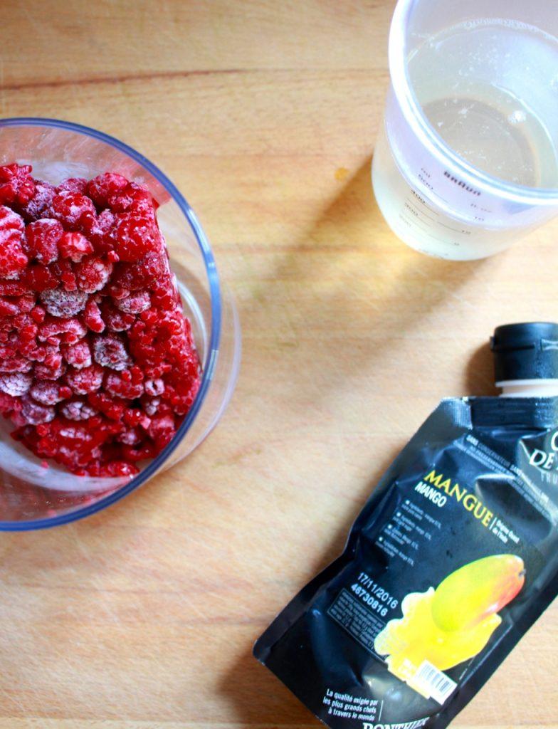 Frambozen, mangocoulis en suikerwater / www.eenlepeltjelekkers.be