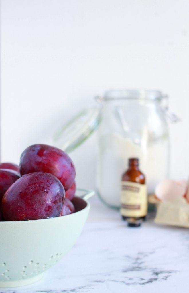 Ingrediënten plaatcake met pruimen en amandel / www.eenlepeltjelekkers.be