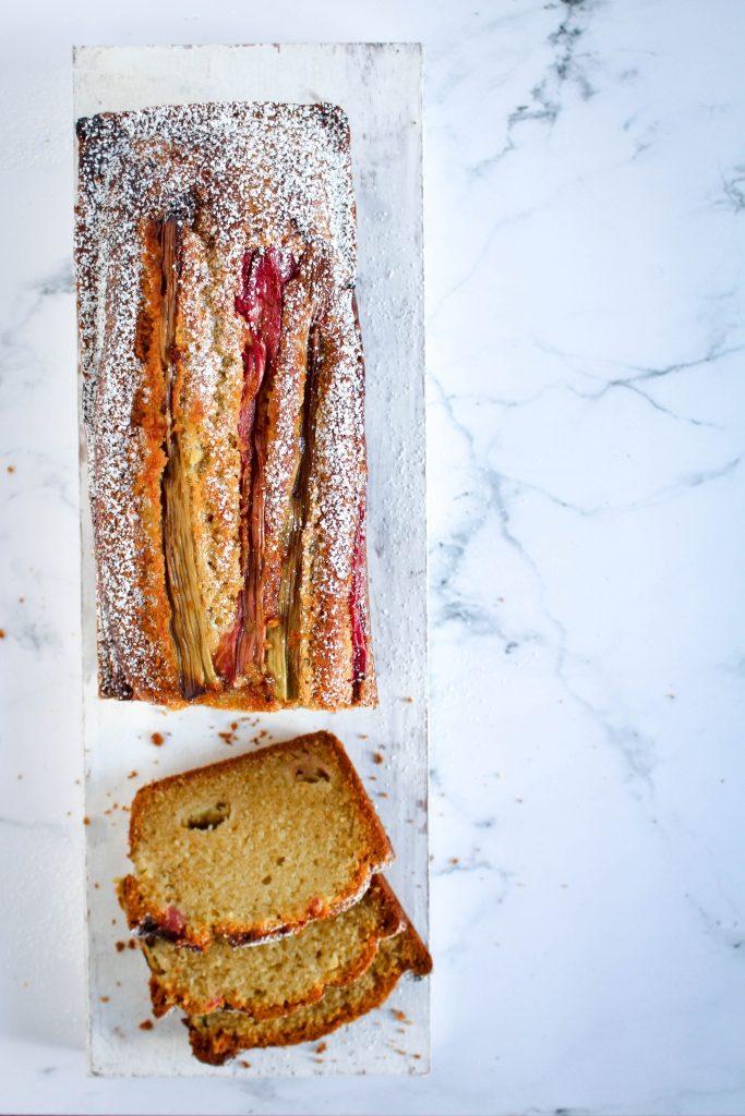 Rabarbercake met gember - in sneetjes / www.eenlepeltjelekkers.be