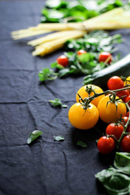 Ingrediënten linguine met tonijn en tomaat close-up / www.eenlepeltjelekkers.be