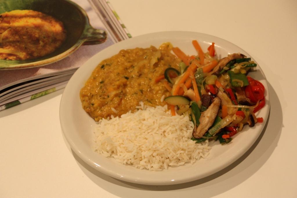 Dahl met groentenwok en rijst