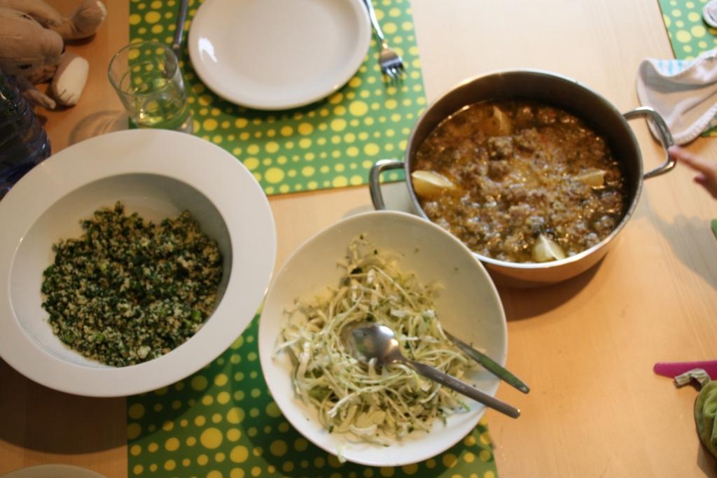 Lamsgehaktballetjes met tabouleh en salade van witte kool