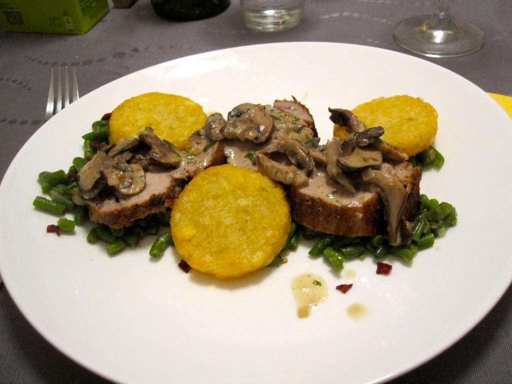Varkenshaasje met saus van boschampignons, boontjes en grisoncrumble