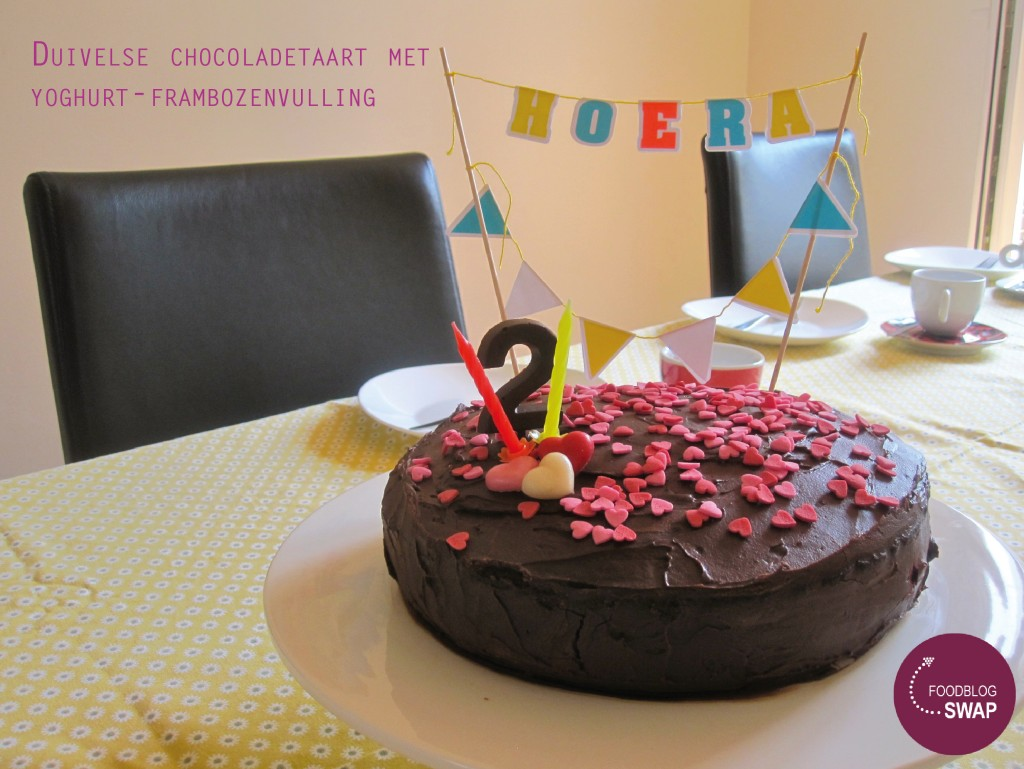 duivelse chocoladetaart met yoghurt-frambozenvulling