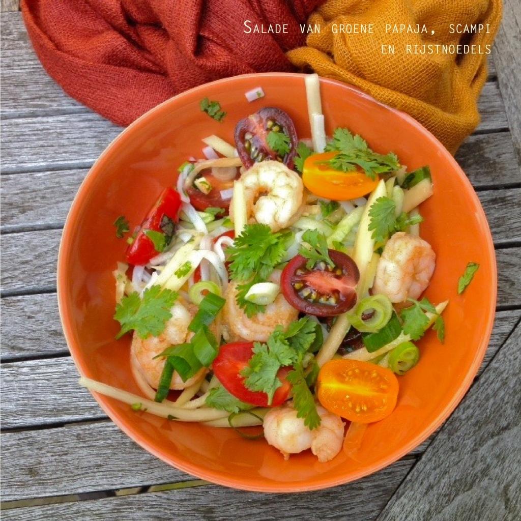 salade van groene papaja, scampi en glasnoedels