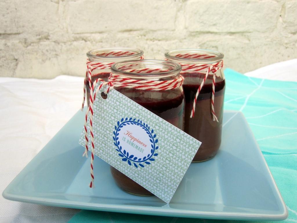Chocolademousse met kruidige bramensaus