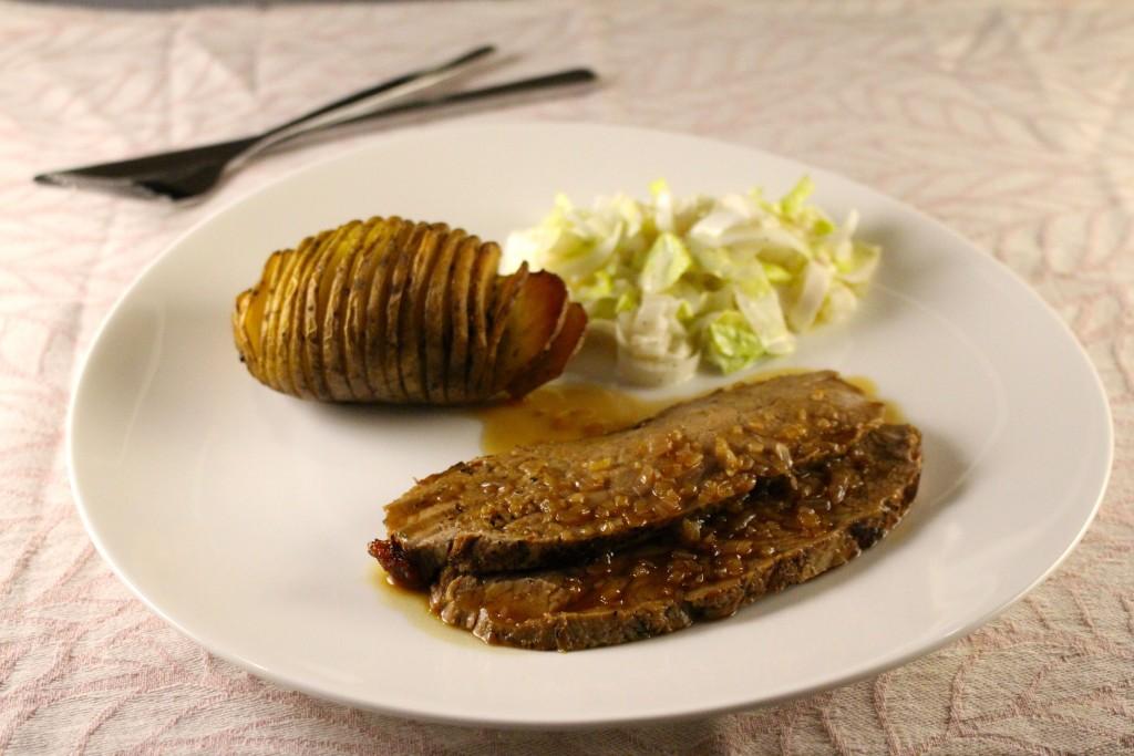 Rosbief met marsalasaus en hasselback potatoes
