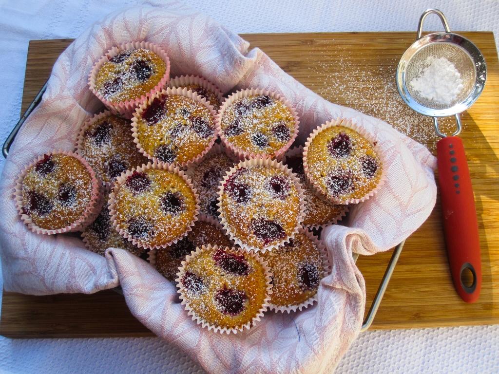 Mini-cakejes met amandel en framboos