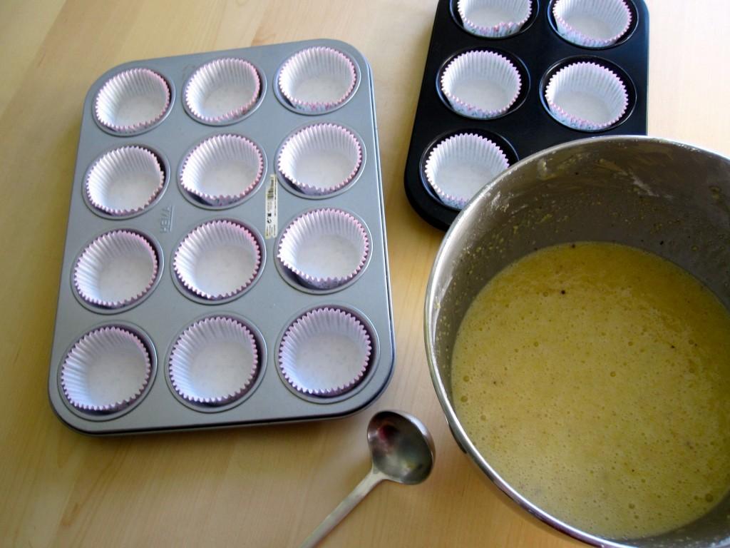 Cakejes met amandel en framboos in the making