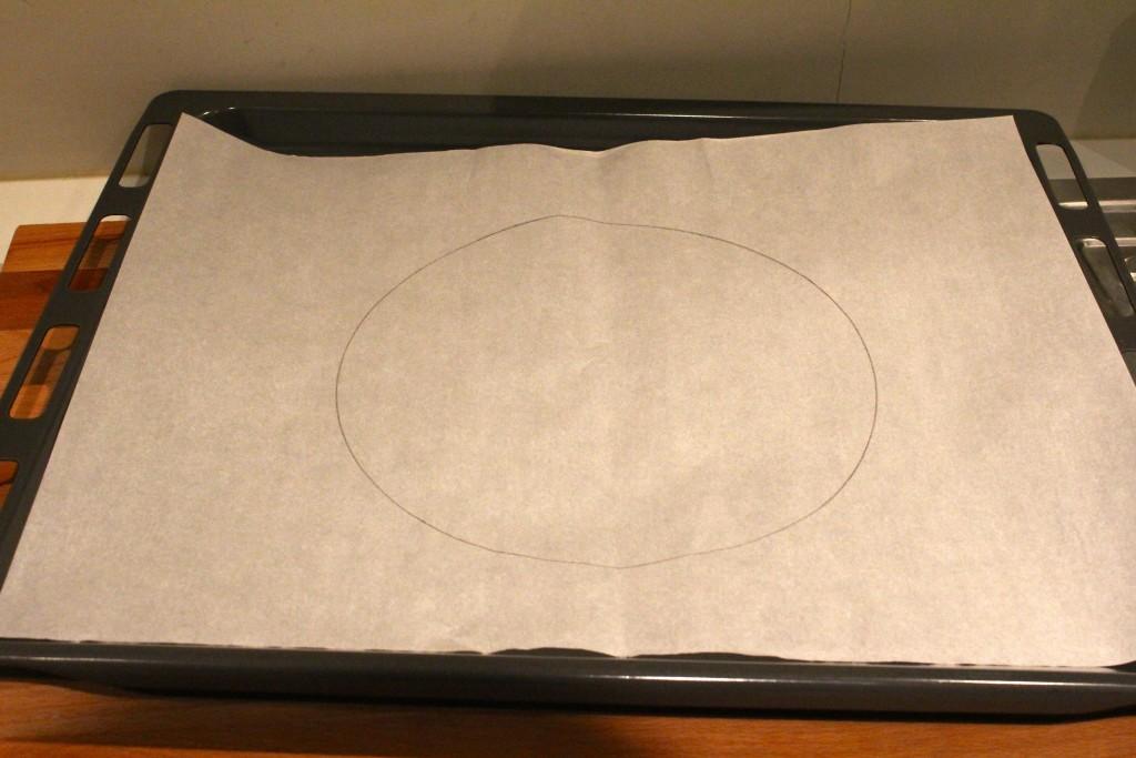 Cirkel op bakpapier tekenen voor pavlova