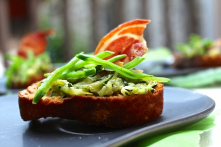 Bruschetta met courgette en pancetta