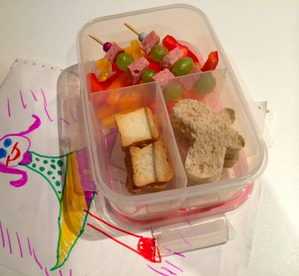 Brooddoosideetjes: alles op een stokje