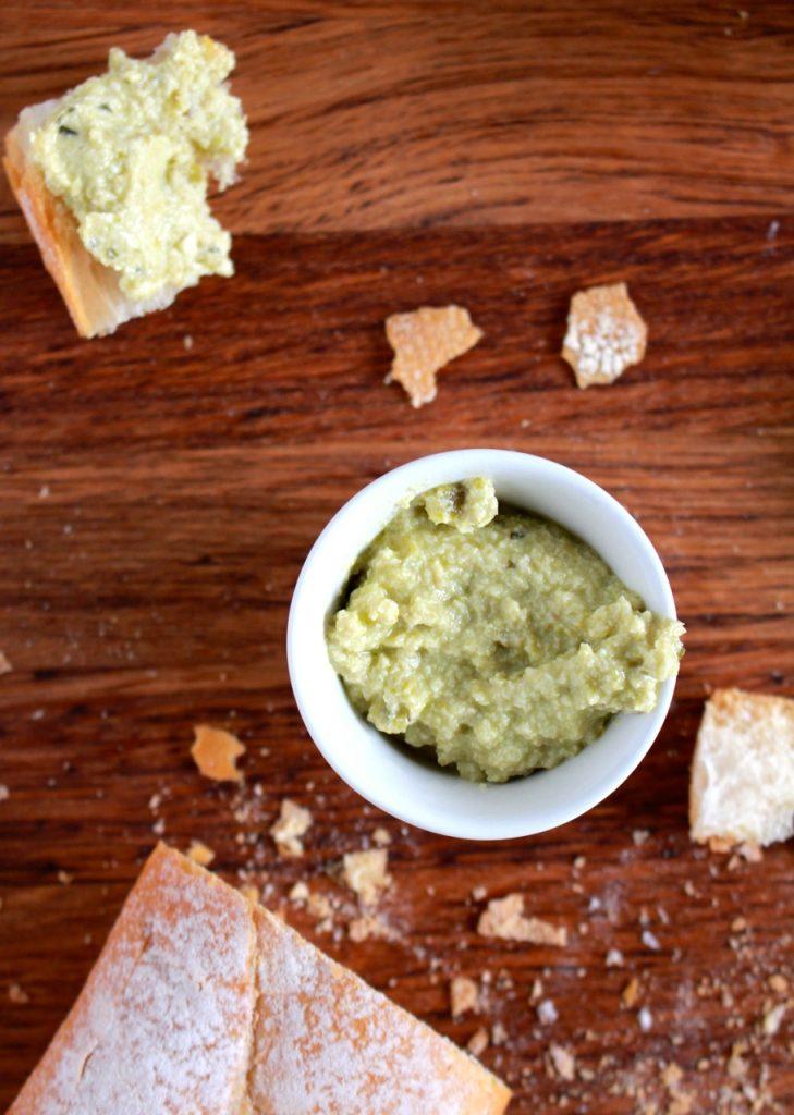 Dip van feta en groene olijven / www.eenlepeltjelekkers.be