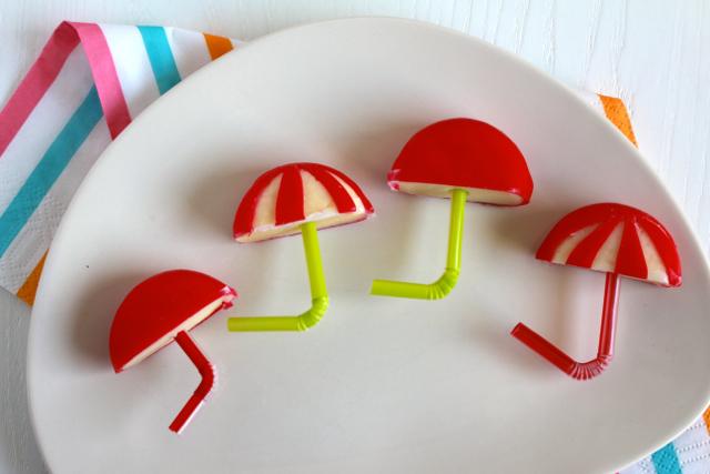 Kindertraktaties - Parapluutjes van babybel / www.eenlepeltjelekkers.be