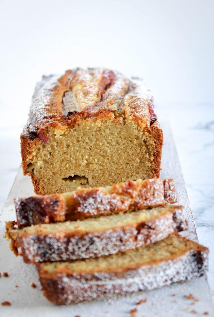 Rabarbercake met gember - gesneden / www.eenlepeltjelekkers.be