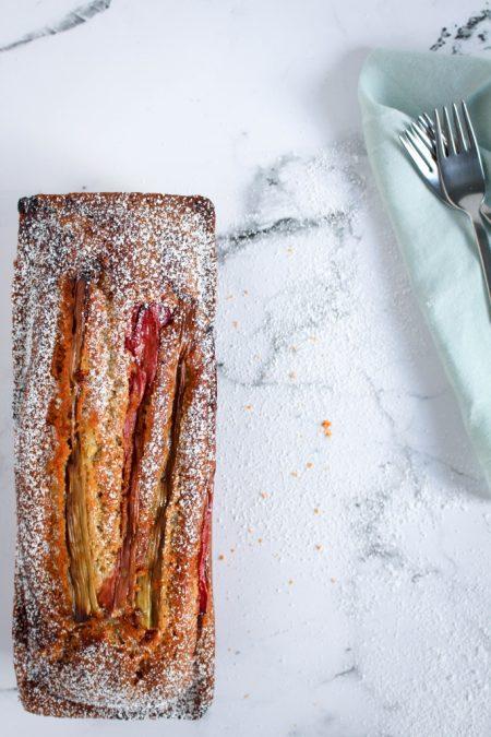 Rabarbercake met gember - vorkjes / www.eenlepeltjelekkers.be