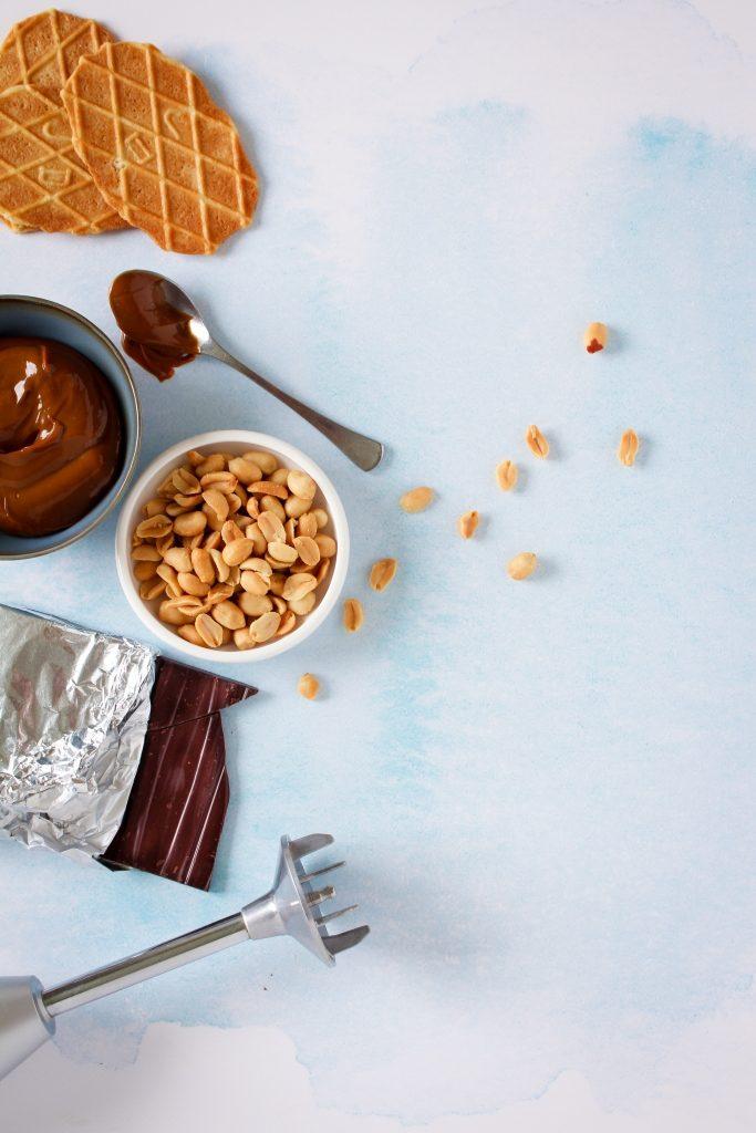 Boterwafels, pinda's, chocolade, dulce de leche en bamix / www.eenlepeltjelekkers.be