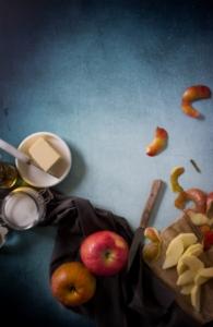 Appels schillen voor Normandische appeltaartjes / www.eenlepeltjelekkers.be