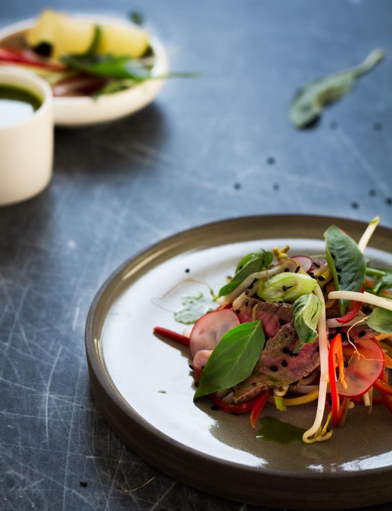 Thaise biefstuksalade met ingelegde groenten