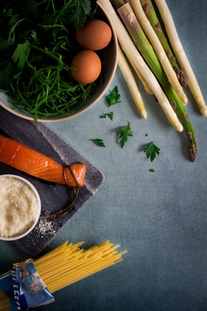 Ingrediënten pasta met asperges en gerookte zalm / www.eenlepeltjelekkers.be