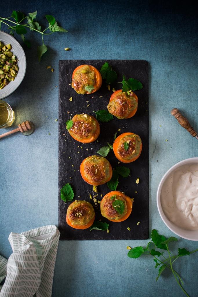 Gegrilde abrikozen met pistache en zure room op lei / www.eenlepeltjelekkers.be