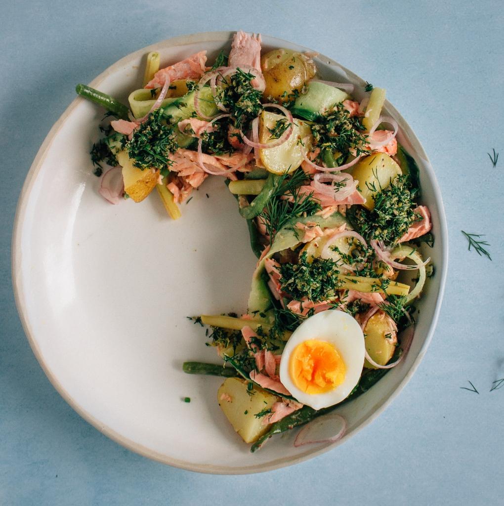 Aardappelsalade met zalm en dille gremolata / www.eenlepeltjelekkers.be