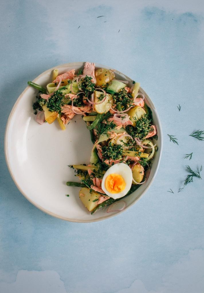 Aardappelsalade met zalm en dille gremolata - portait / www.eenlepeltjelekkers.be