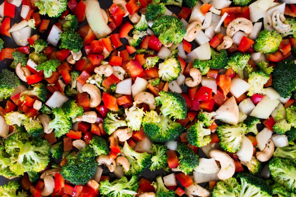 Groenten en cashews op de bakplaat / www.eenlepeltjelekkers.be