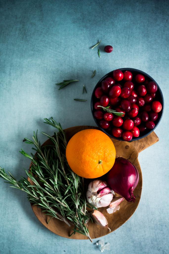 Cranberry's, sinaasappel, rozemarijn, look en rode ui / www.eenlepeltjelekkers.be