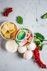 Plattekaas, zure room, eieren, witte chocolade, munt en aalbessen / www.eenlepeltjelekkers.be