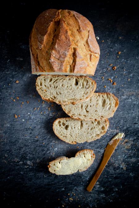 Gesneden brood met boter / www.eenlepeltjelekkers.be