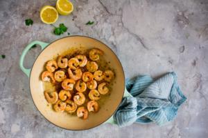 Scampi's bakken met look en citroenzeste / www.eenlepeltjelekkers.be