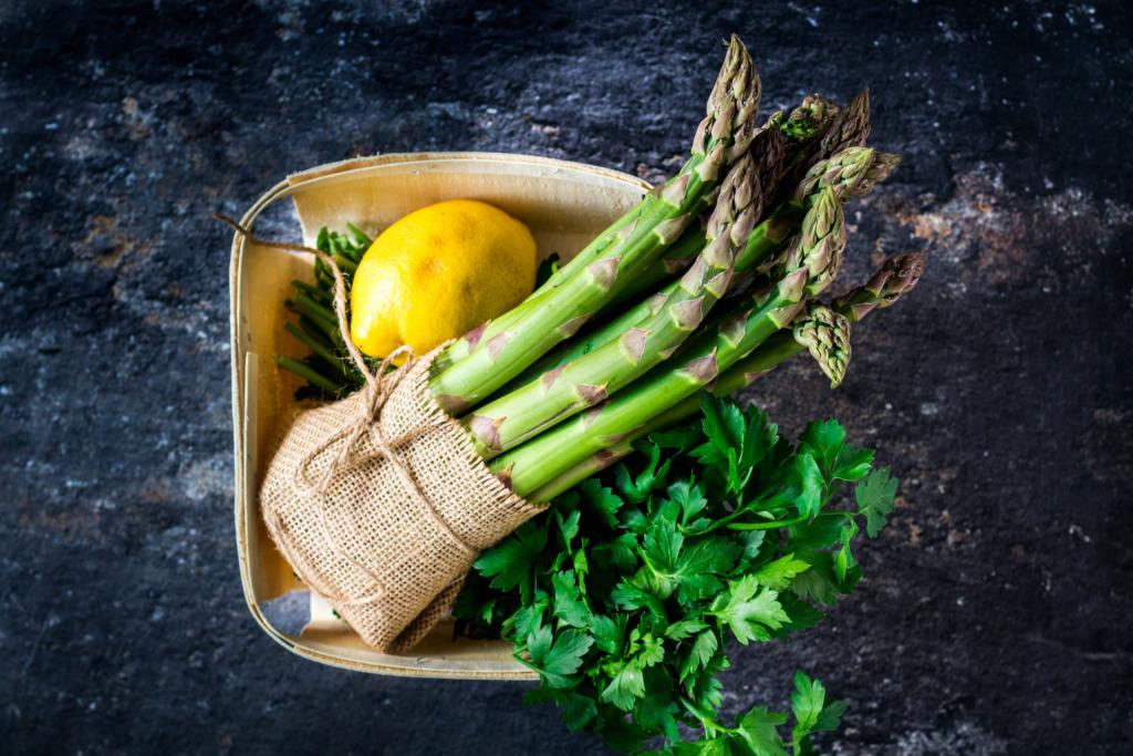 Groene asperges, citroen en peterselie / www.eenlepeltjelekkers.be