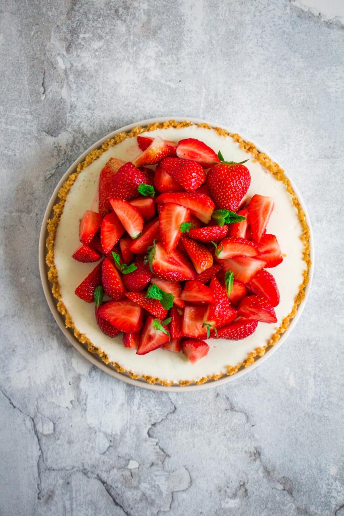 Panna cotta taart met aardbeien / www.eenlepeltjelekkers.be