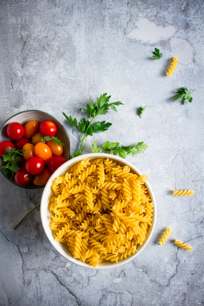 Spirelli, tomaat en peterselie / www.eenlepeltjelekkers.be