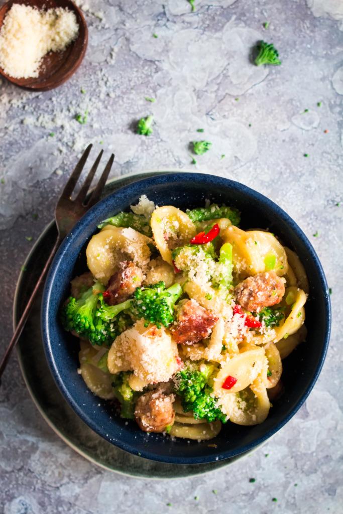 Pasta met broccoli en worst_close-up / www.eenlepeltjelekkers.be