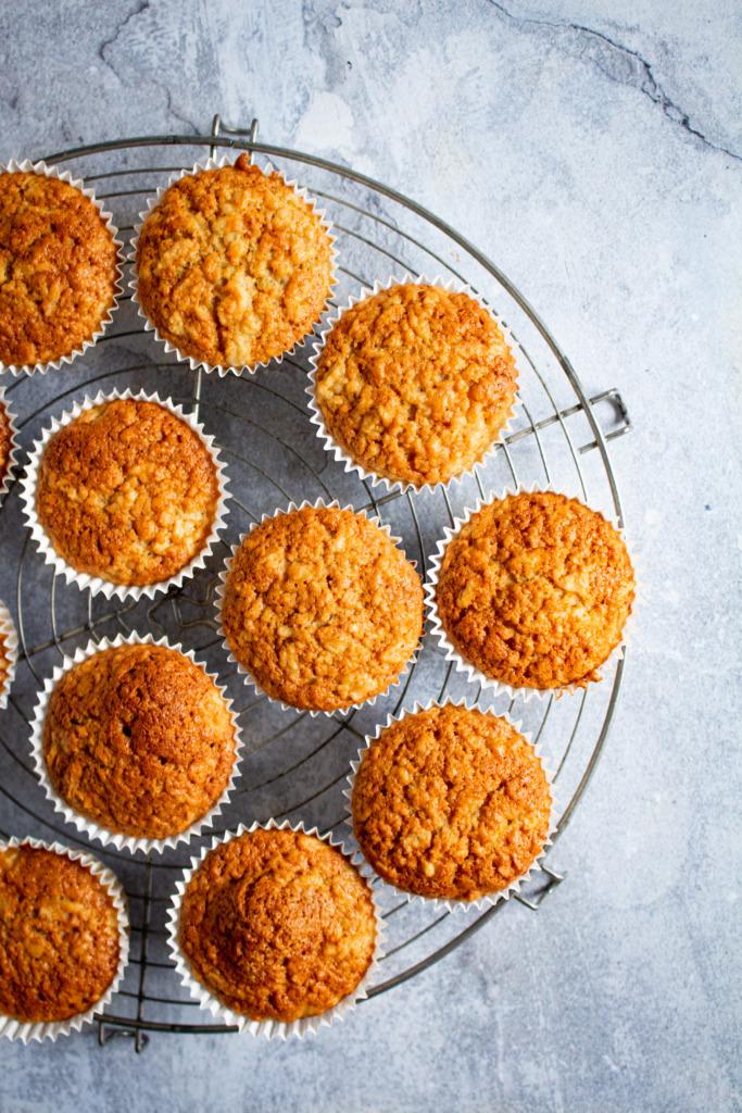 Appelcupcakes laten afkoelen / www.eenlepeltjelekkers.be