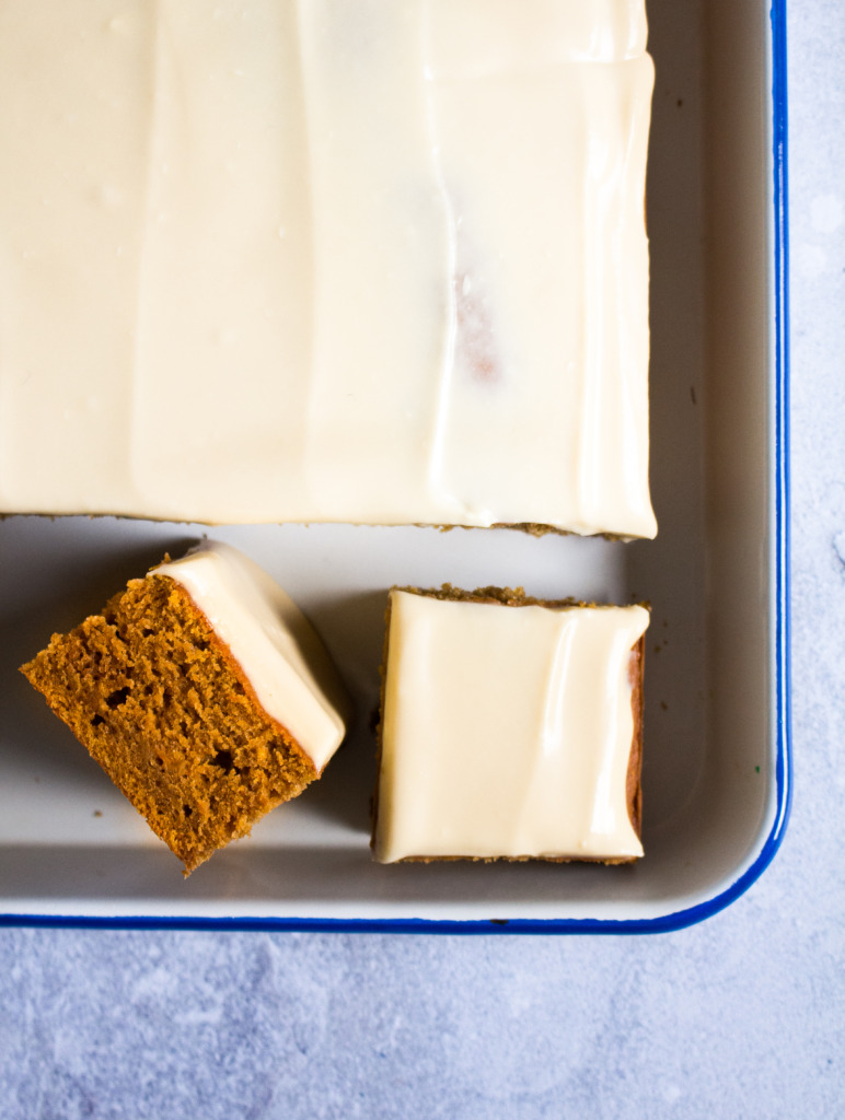 Pompoencake met ahornsiroop-stukje / www.eenlepeltjelekkers.be