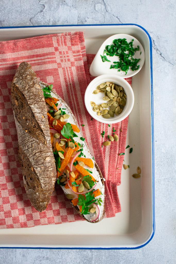 Volkoren broodje met geitenkaas en pompoen voor Instituut Gezond Leven / www.eenlepeltjelekkers.be