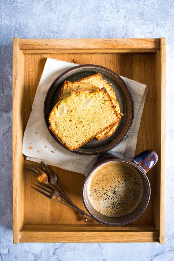 Kruidige perencake bij de koffie / www.eenlepeltjelekkers.be