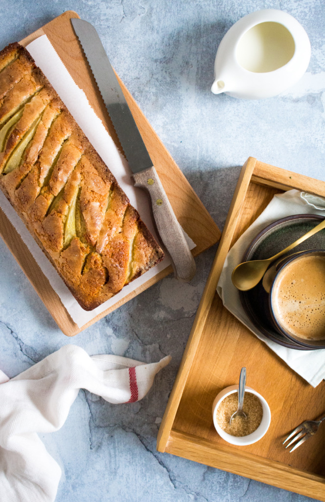 Kruidige perencake met koffie / www.eenlepeltjelekkers.be