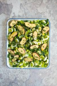 Prei en krieltjes omscheppen met tijm, olijfolie, peper en zout / www.eenlepeltjelekkers.be