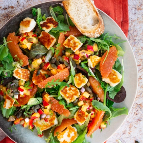 Salade halloumi met pruimensalsa en sinaasappel / www.eenlepeltjelekkers.be