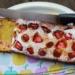 Rabarber-ricottacake met aardbeien